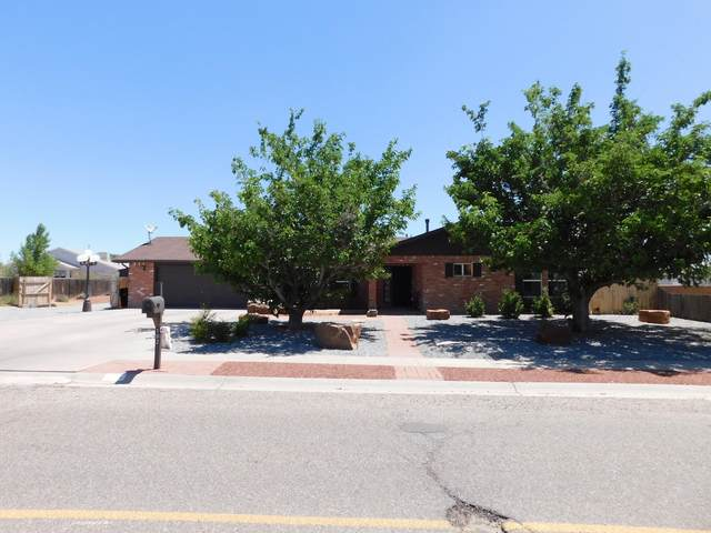102 Kaghan Loop Drive, Belen, NM 87002 (MLS #984142) :: The Bigelow Team / Red Fox Realty