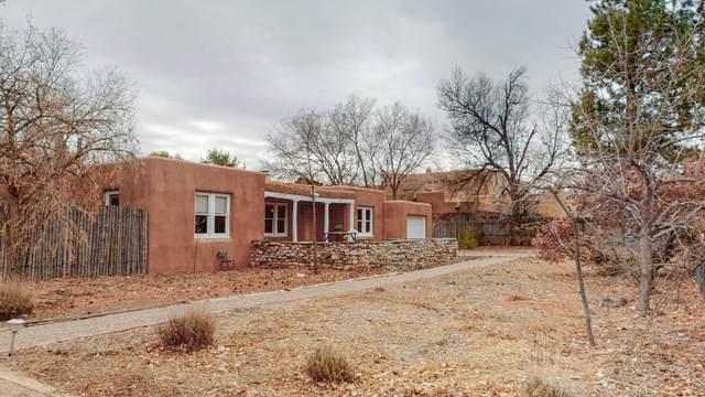 716 Pueblo Solano Road NW, Los Ranchos, NM 87107 (MLS #984149) :: HergGroup Albuquerque
