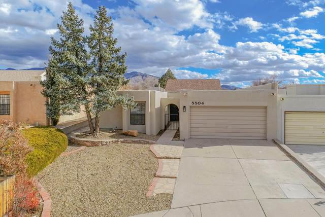 5504 Amistad Road NE, Albuquerque, NM 87111 (MLS #984175) :: Campbell & Campbell Real Estate Services
