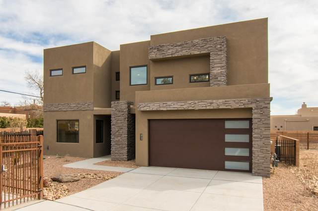 2732 Puerta Del Bosque Lane NW, Albuquerque, NM 87104 (MLS #984221) :: Keller Williams Realty
