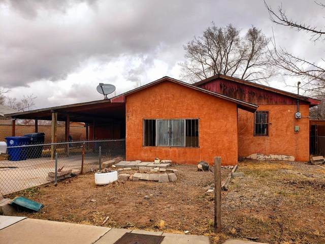 2421 Edna Avenue NW, Albuquerque, NM 87104 (MLS #984889) :: The Buchman Group