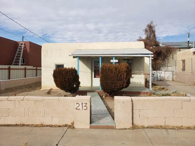 213 Claremont Avenue NW, Albuquerque, NM 87107 (MLS #985083) :: The Buchman Group
