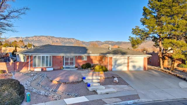 3416 La Sala Del Este NE, Albuquerque, NM 87111 (MLS #985359) :: The Buchman Group