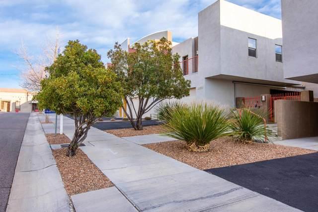 3920 Silver Avenue SE, Albuquerque, NM 87108 (MLS #985719) :: The Buchman Group