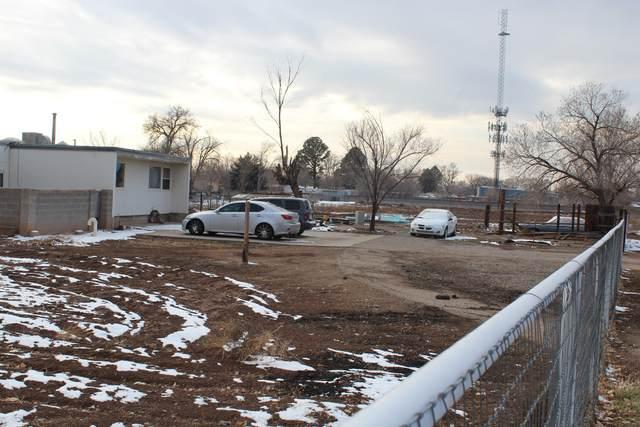 9201 Edith Boulevard NE, Albuquerque, NM 87113 (MLS #985998) :: The Buchman Group