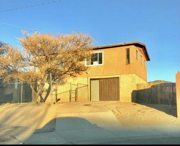 720 Morris Street NE, Albuquerque, NM 87123 (MLS #986260) :: Berkshire Hathaway HomeServices Santa Fe Real Estate