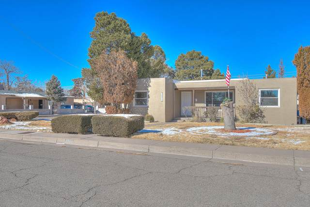3801 Simms Avenue SE, Albuquerque, NM 87108 (MLS #986381) :: Sandi Pressley Team