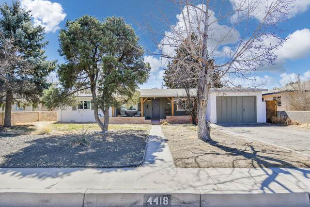 4418 Avenida Manana NE, Albuquerque, NM 87110 (MLS #986400) :: Sandi Pressley Team