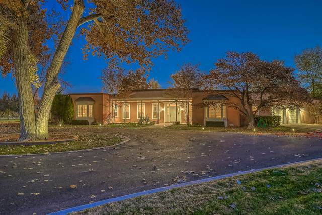 721 Chavez Road NW, Los Ranchos, NM 87107 (MLS #986592) :: Campbell & Campbell Real Estate Services