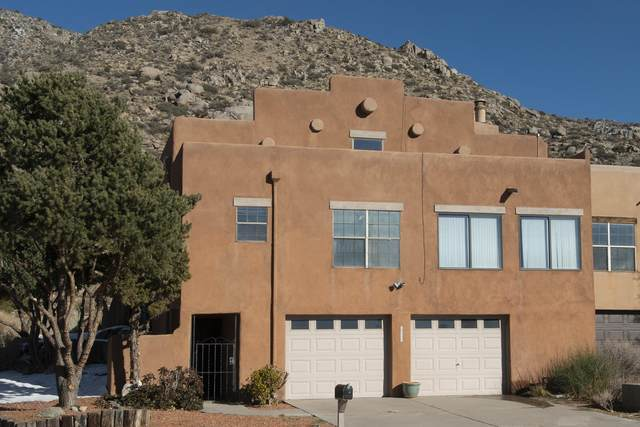 2942 Vista Del Rey NE, Albuquerque, NM 87111 (MLS #986598) :: The Buchman Group