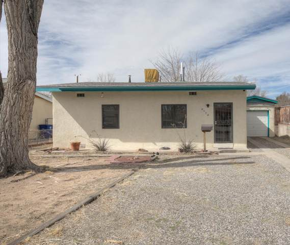 817 Cardenas Drive SE, Albuquerque, NM 87108 (MLS #986700) :: Sandi Pressley Team