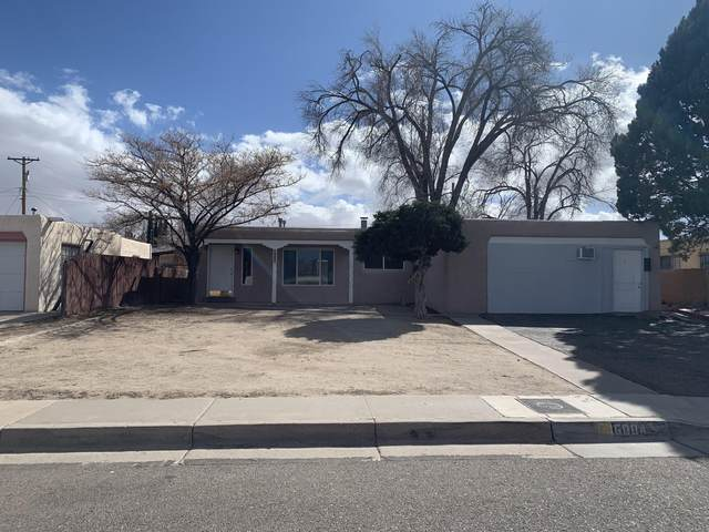 6004 Hannett Avenue NE, Albuquerque, NM 87110 (MLS #987027) :: The Buchman Group