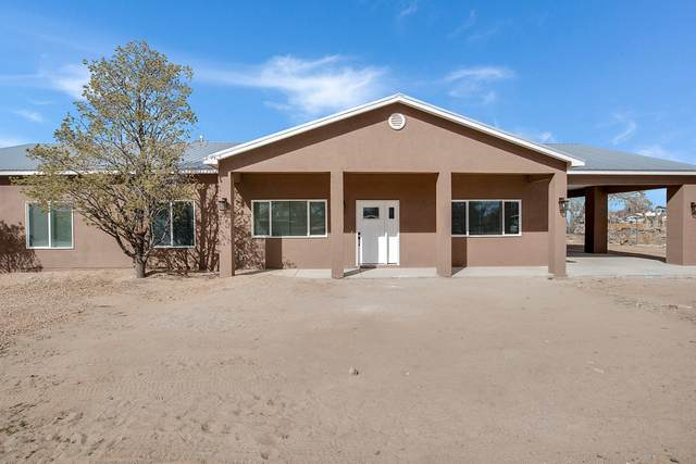 5737 Wood Drive SW, Albuquerque, NM 87105 (MLS #987248) :: Keller Williams Realty