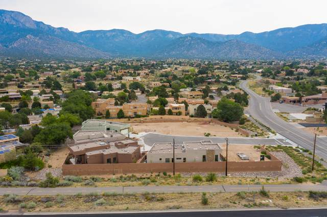 1900 Red Rada Place NE, Albuquerque, NM 87122 (MLS #987929) :: Keller Williams Realty