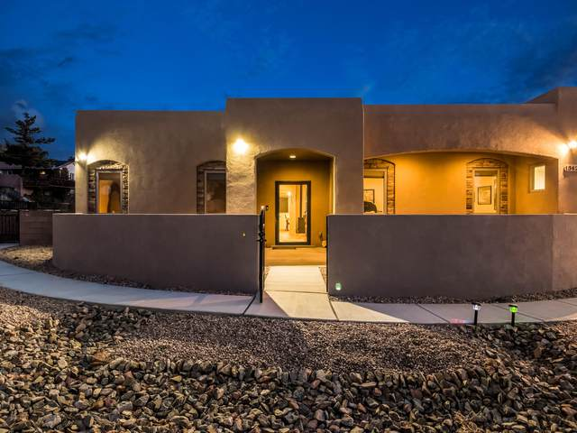 13424 Cedarbrook Avenue NE, Albuquerque, NM 87111 (MLS #988067) :: Keller Williams Realty