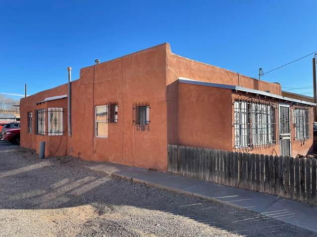1715 Griegos Road NW, Albuquerque, NM 87107 (MLS #988178) :: The Buchman Group