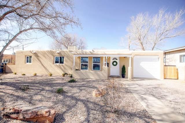 8031 Princess Jeanne Avenue NE, Albuquerque, NM 87110 (MLS #988966) :: Keller Williams Realty