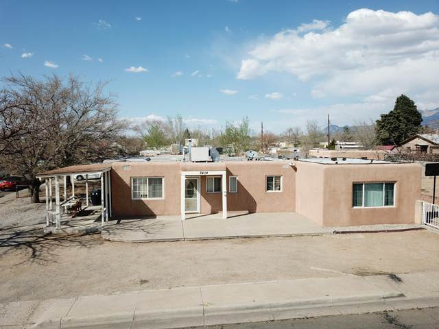 2404 Valencia Drive NE, Albuquerque, NM 87110 (MLS #989169) :: The Buchman Group