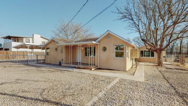 2106 Anthony Place SW, Albuquerque, NM 87105 (MLS #989308) :: Keller Williams Realty