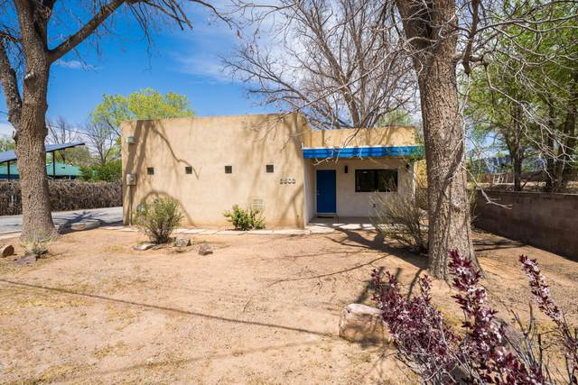 2503 Candelaria Road NW, Albuquerque, NM 87107 (MLS #989470) :: The Buchman Group