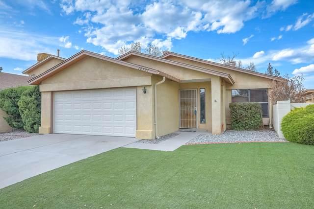10501 Lagrange Park Drive NE, Albuquerque, NM 87123 (MLS #989507) :: Berkshire Hathaway HomeServices Santa Fe Real Estate