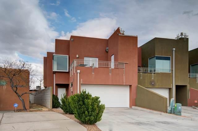 324 Valverde Drive SE, Albuquerque, NM 87108 (MLS #989547) :: The Buchman Group