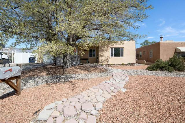2124 La Veta Drive NE, Albuquerque, NM 87110 (MLS #989579) :: The Buchman Group
