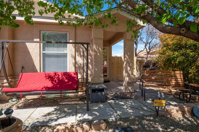 10423 Red Robin Road SW, Albuquerque, NM 87121 (MLS #989685) :: The Buchman Group