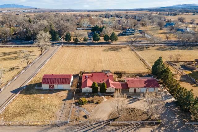514 Clark Circle SW, Albuquerque, NM 87105 (MLS #989723) :: Campbell & Campbell Real Estate Services