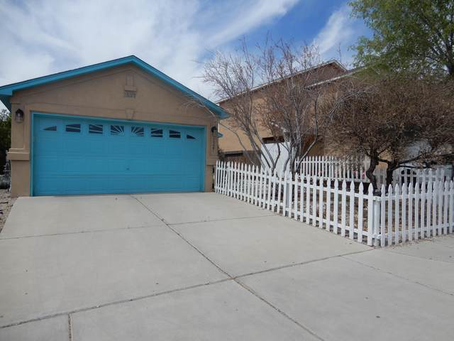 1327 Ojo Sarco Street SW, Albuquerque, NM 87121 (MLS #989755) :: The Buchman Group