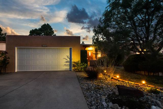 9404 Admiral Nimitz Avenue NE, Albuquerque, NM 87111 (MLS #989804) :: The Buchman Group