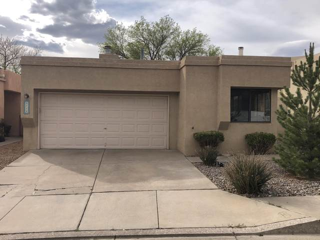 5715 Burnhamwood Place NE, Albuquerque, NM 87111 (MLS #989892) :: Keller Williams Realty