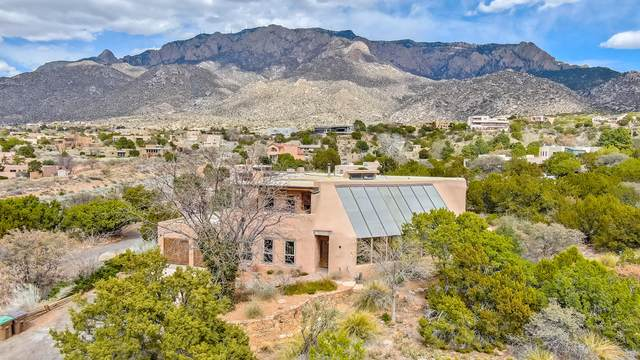 342 White Oaks Drive NE, Albuquerque, NM 87122 (MLS #989921) :: Keller Williams Realty