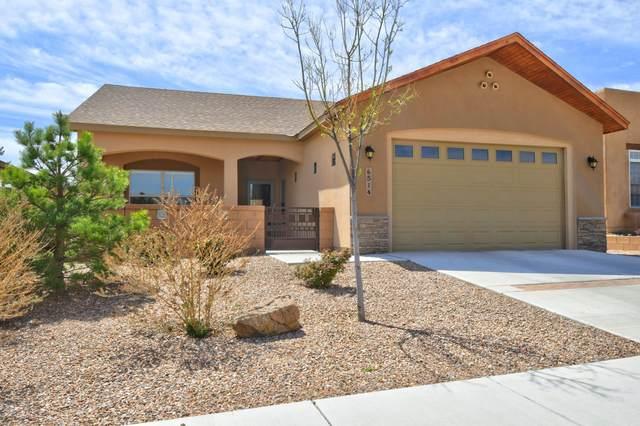 6514 Basket Weaver Avenue NW, Albuquerque, NM 87114 (MLS #989955) :: Sandi Pressley Team