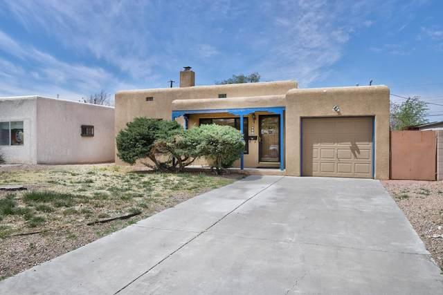 213 Monroe Street NE, Albuquerque, NM 87108 (MLS #989957) :: Campbell & Campbell Real Estate Services