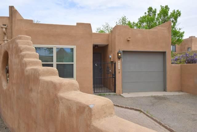 2417 Northwest Circle NW, Albuquerque, NM 87104 (MLS #989961) :: Sandi Pressley Team