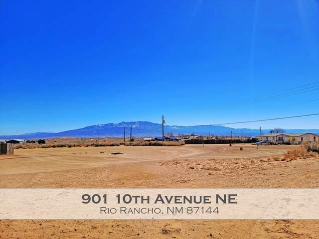 901 10th Avenue NE, Rio Rancho, NM 87144 (MLS #989967) :: Sandi Pressley Team