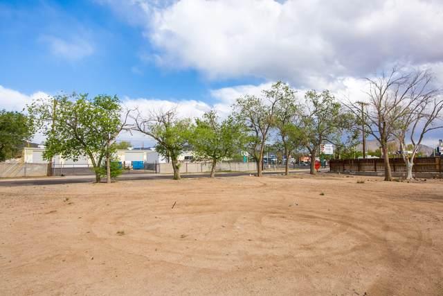 119 Burma Drive NE, Albuquerque, NM 87123 (MLS #990683) :: Campbell & Campbell Real Estate Services