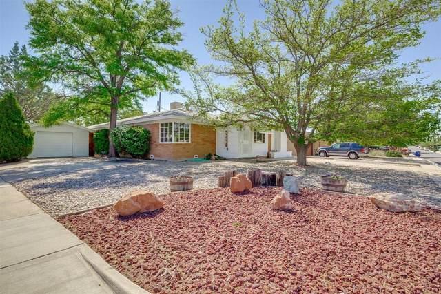 820 Laguayra Drive NE, Albuquerque, NM 87108 (MLS #990776) :: Berkshire Hathaway HomeServices Santa Fe Real Estate