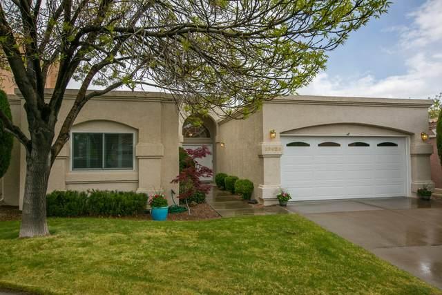10020 Wellington NE, Albuquerque, NM 87111 (MLS #990823) :: Keller Williams Realty