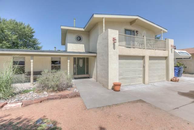 2305 Algodones Street NE, Albuquerque, NM 87112 (MLS #990932) :: The Buchman Group