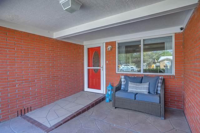 11704 Holiday Avenue NE, Albuquerque, NM 87111 (MLS #991621) :: Berkshire Hathaway HomeServices Santa Fe Real Estate