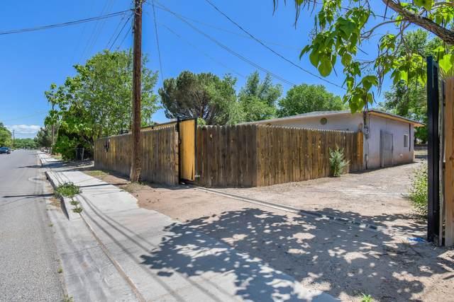 1900 Sunset Gardens Road SW, Albuquerque, NM 87105 (MLS #991917) :: The Buchman Group