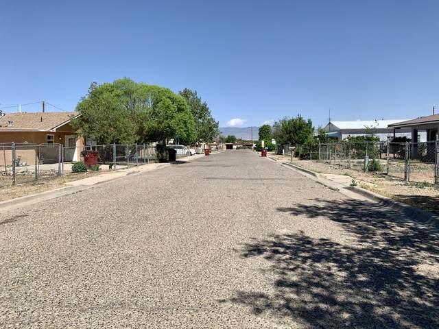 212 San Lorenzo Drive, Belen, NM 87002 (MLS #992222) :: The Buchman Group