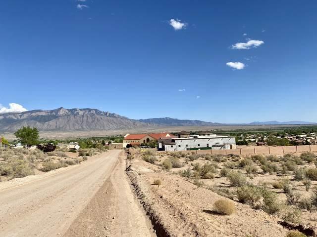 6724 Milpa Alta Road NE, Rio Rancho, NM 87144 (MLS #994028) :: Berkshire Hathaway HomeServices Santa Fe Real Estate