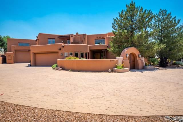 10200 Corona Avenue NE, Albuquerque, NM 87122 (MLS #994158) :: Sandi Pressley Team