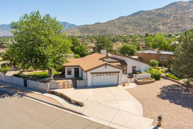 12403 Phoenix Avenue NE, Albuquerque, NM 87112 (MLS #994259) :: Berkshire Hathaway HomeServices Santa Fe Real Estate
