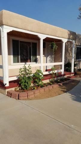608 Vassar Drive SE, Albuquerque, NM 87106 (MLS #994272) :: Sandi Pressley Team