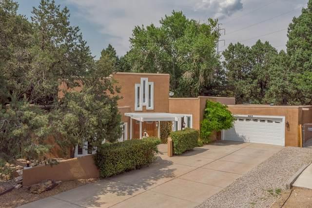 8223 Pickard Avenue NE, Albuquerque, NM 87110 (MLS #994349) :: Keller Williams Realty