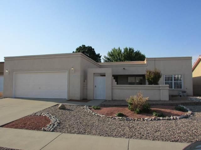 8909 Helmick Place NE, Albuquerque, NM 87122 (MLS #994728) :: Keller Williams Realty